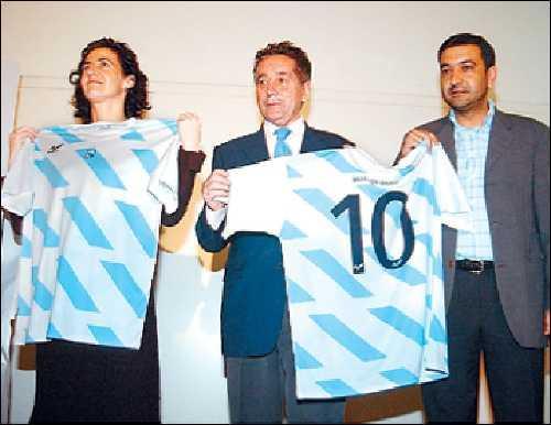 Da esquerda à direita: Ánxela Bugallo, conselheira da Cultura e os Desportos; Julio Meana, presidente da Federação Galega de Futebol e Santiago Domínguez, director-geral dos Desportos